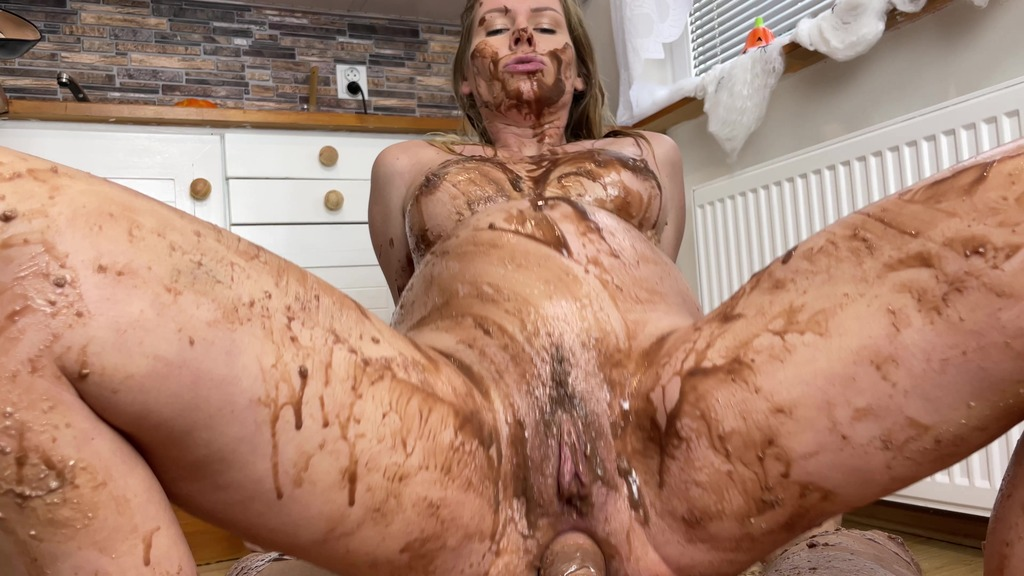 HALLOWEEN SPECIAL - fuck broom in pussy and ass,chocolate pudding,pissing,anal creampie