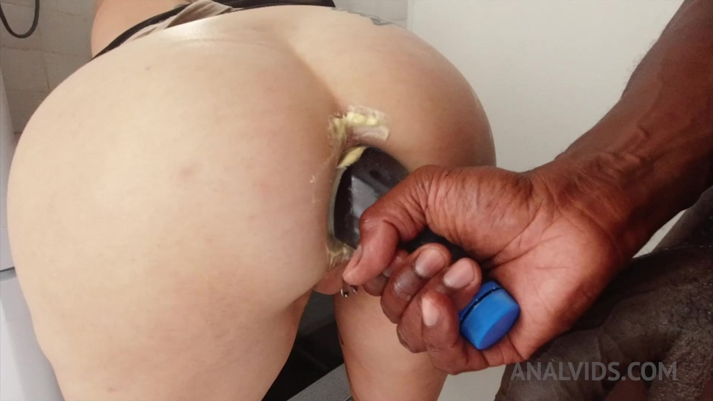 Adeline Lafouine anal squirt pee insertion and cooking JL035