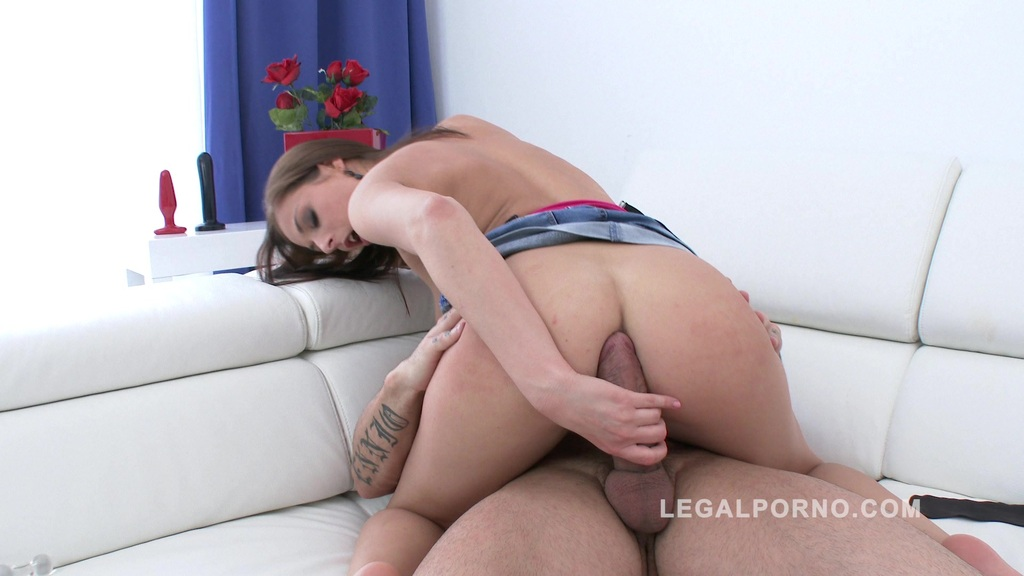 Cute newbie Antonia Sainz filmed during her first anal
