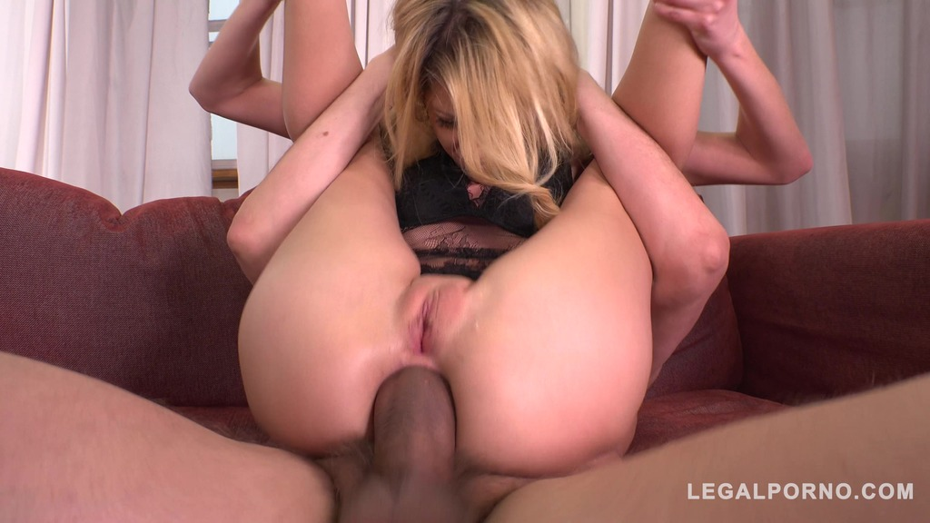 Ultra Nympho Rebecca Volpetti gets the Anal Gangbang of her Dreams FS039