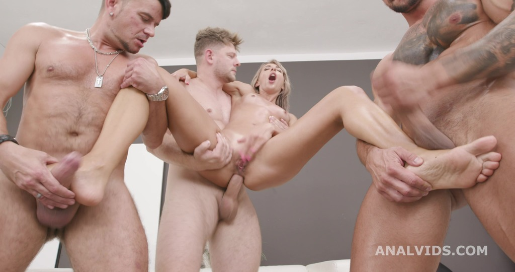 Naked Barefoot, Vicky Sol Feet Play with Balls Deep Anal, Gapes and Swallow GIO1573