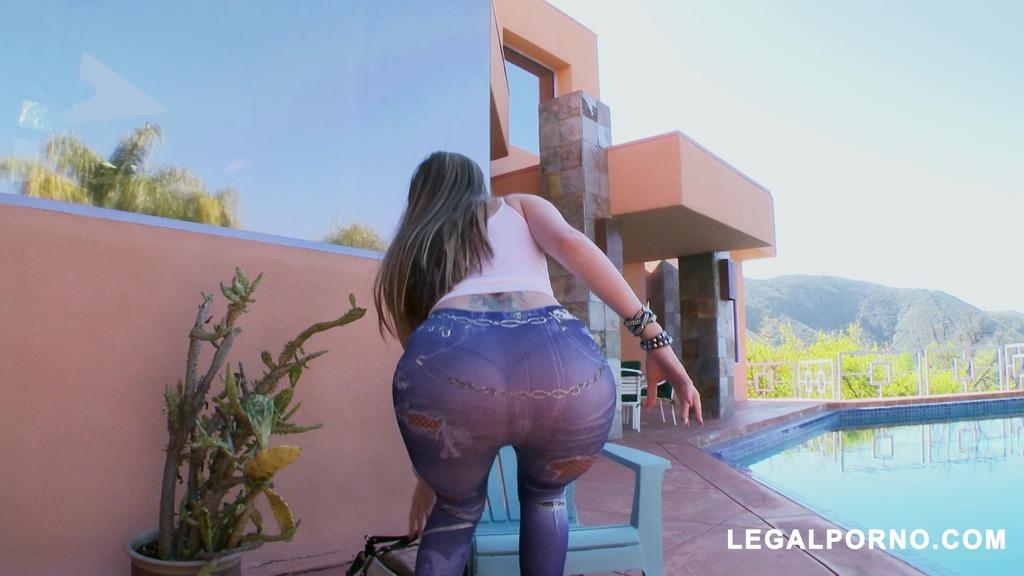 Courtney Cummz Loves Big Dick Fill Her Ass All The Way UP MA047