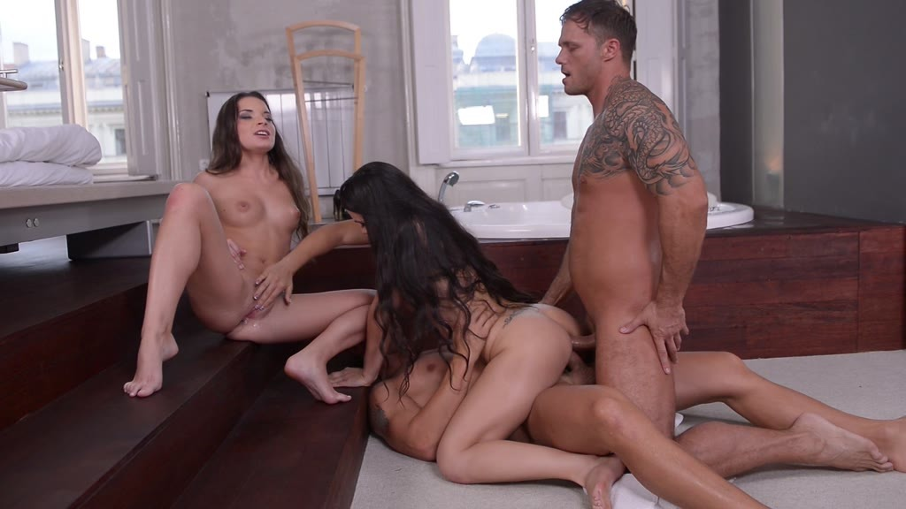 Ass fucking foursome in the bathroom with babe Ninel Mojado & hot Anita...