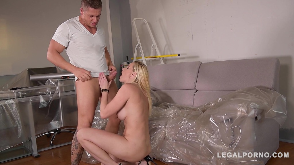 Handyman can't wait to bang Klara's tight ass