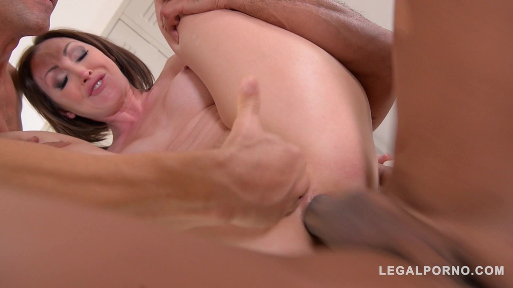 Curvy XXX masseuse Yasmin Scott gets DPed