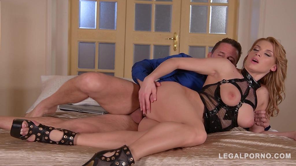 Lingerie model Victoria Daniels rides Big cock