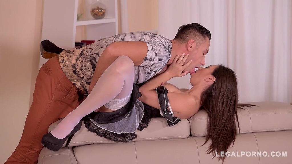 Horny housemaid Frida Sante rides big cock & gets her puffy nipples licked GP310