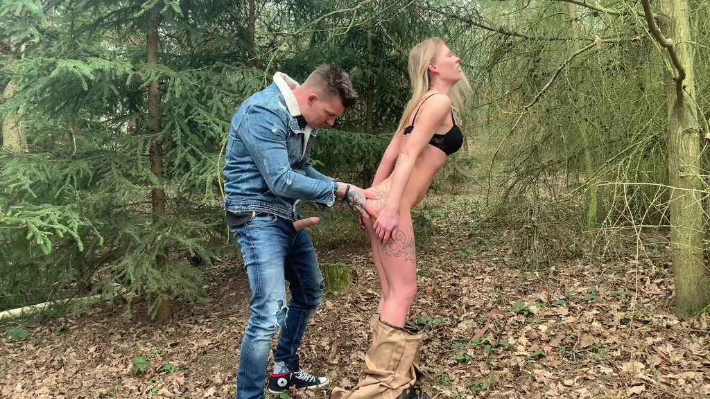 Anal fucking and creampie in the woods CM074