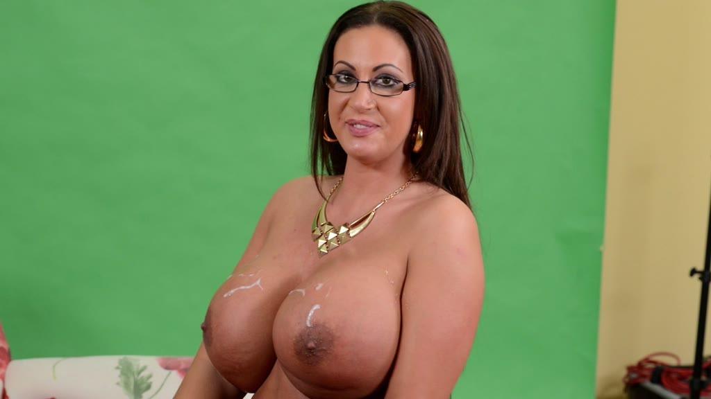Curvy sex goddess Emma Butt rides massive dick and makes her big tits shake GP942