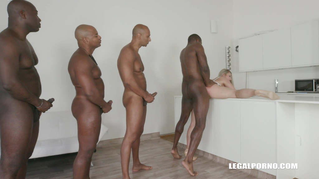 Selvaggia faces four black bulls the result is double anal IV195