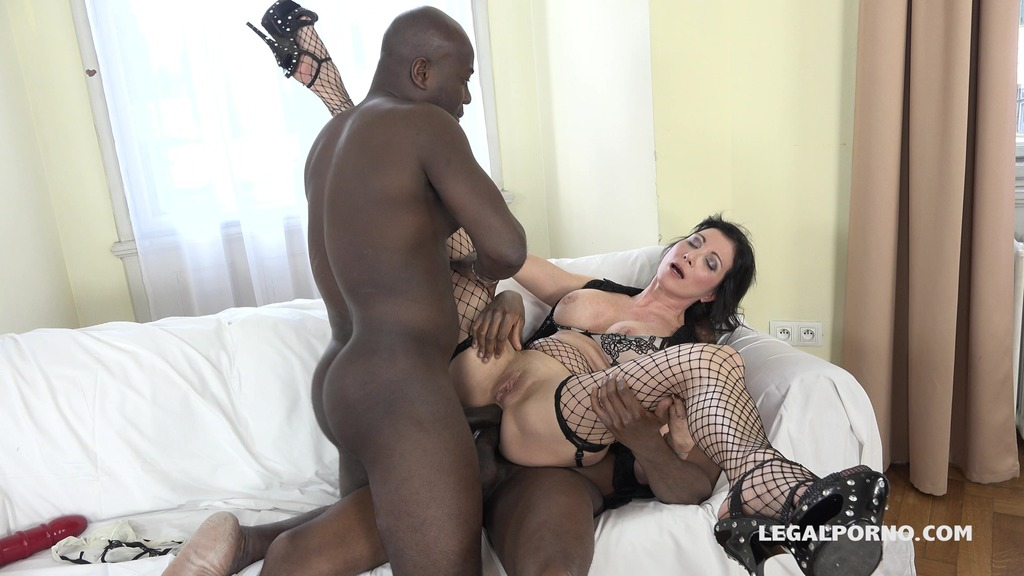 Sissy Neri - Italian Milf has black feeling and tests two black bulls IV068