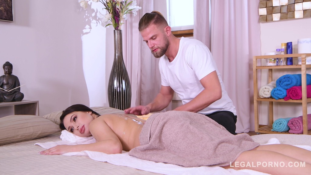 Massage therapy leads Regina Sparks to hardcode BDSM anal fucking GP585
