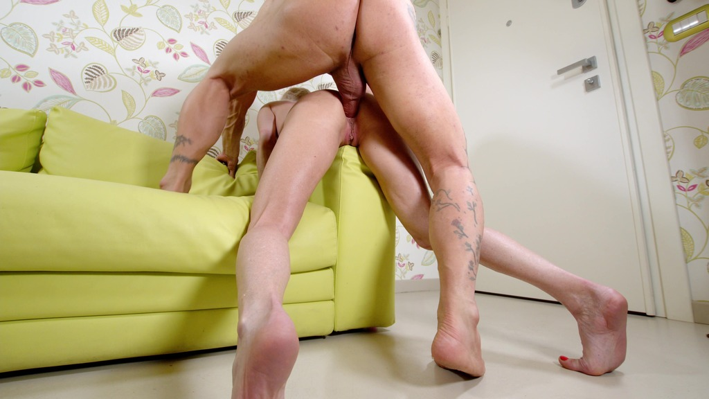 Lara De Santis DAP with real cock and dildo, DAP and PISS in her boyfriend's gape and drink cum LDS039