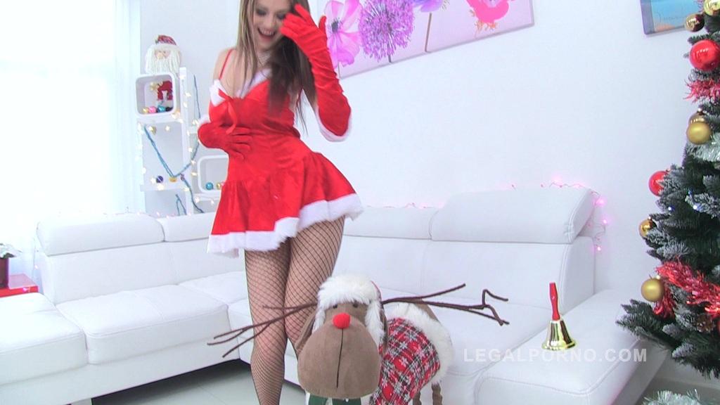 LP Queen Timea Bella XXXMAS present : 4on1+DAP+8ia+Piss Drinking Slut! SZ701