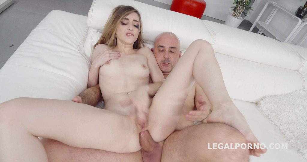 Robin Reid's Anal Casting with Lara Bunny, Balls Deep Anal, Big Gapes, Rough Action, Swallow and Piss finish GL095