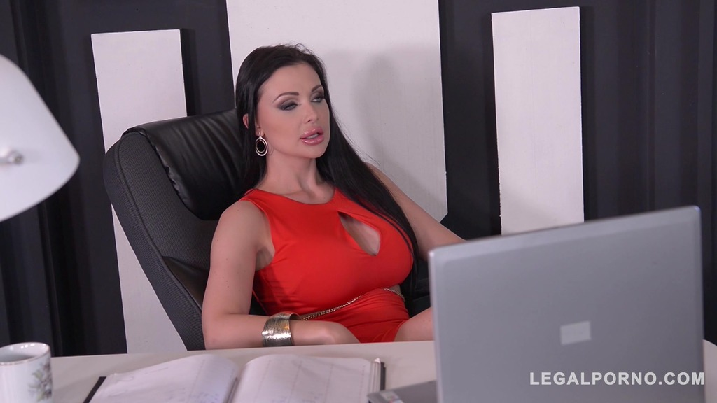 Voluptuous nympho Aletta Ocean gets shaved pink banged hard at the office GP143