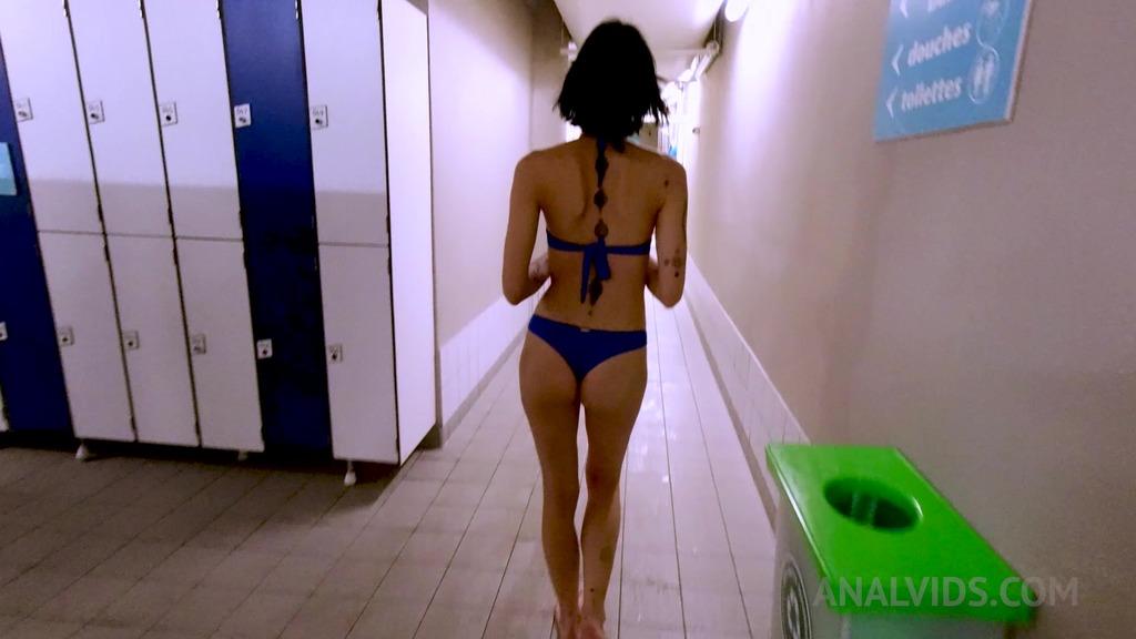 Fucking Mina Kali's ass in a public swimming pool locker OTS128