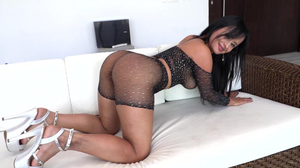 Big Butt Colombian Milf Addy Queen gets her first DAP NT072