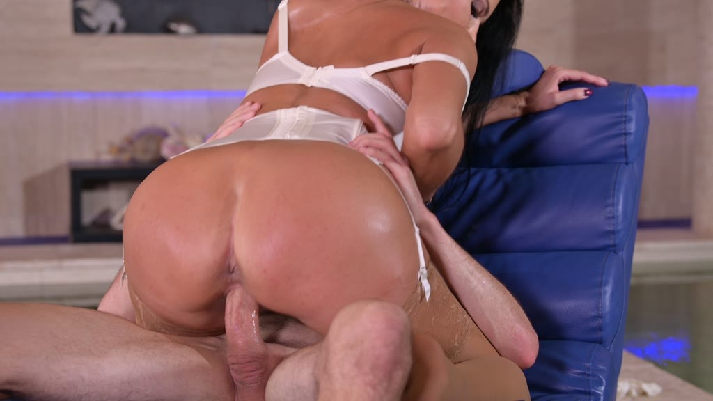 A Perfect Cock Substitution for Ania Kinski's Taste GP1649