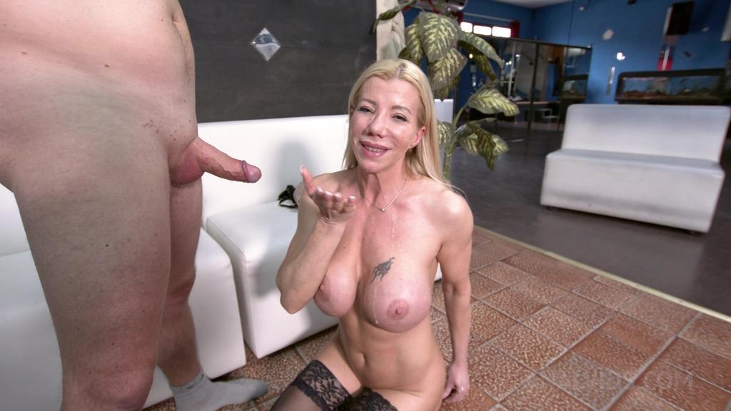 Lara De Santis - casting - Fucking with a real Fan OTS384