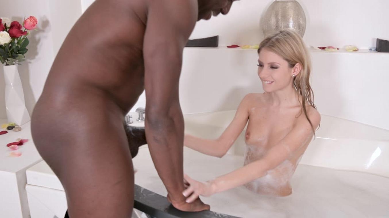 Rebecca Volpetti in Super sexy Rebecca Volpetti rides his giant black cock in the bathroom GP971