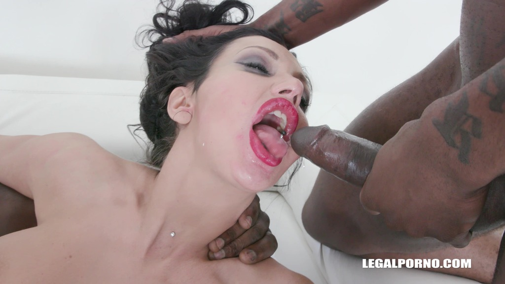 Laura Fiorentino comes to get fucked like a bitch & drinks african champagne IV447