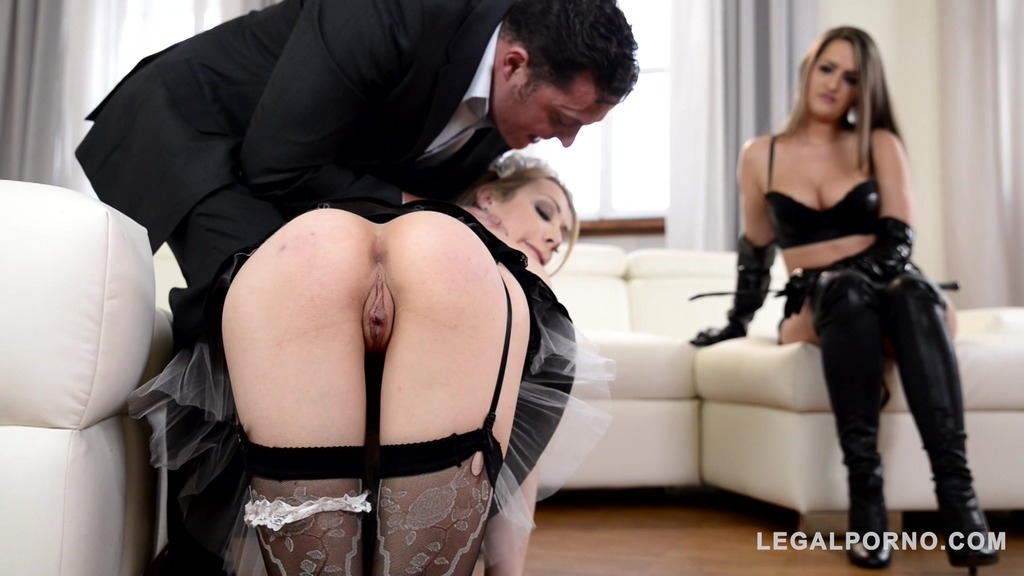 DoMina K Medina Kendra Star penetrates Chessie Kay with giant strap-on in threesome GP600