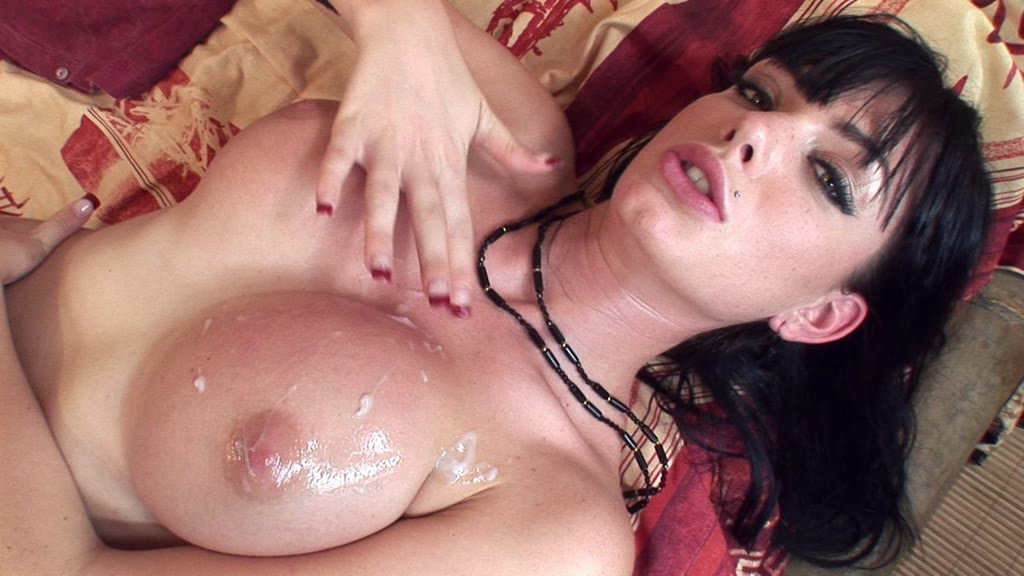 Master cock sucker Roxy Panther gives a blowjob and gets jizzed on her tits GP1218