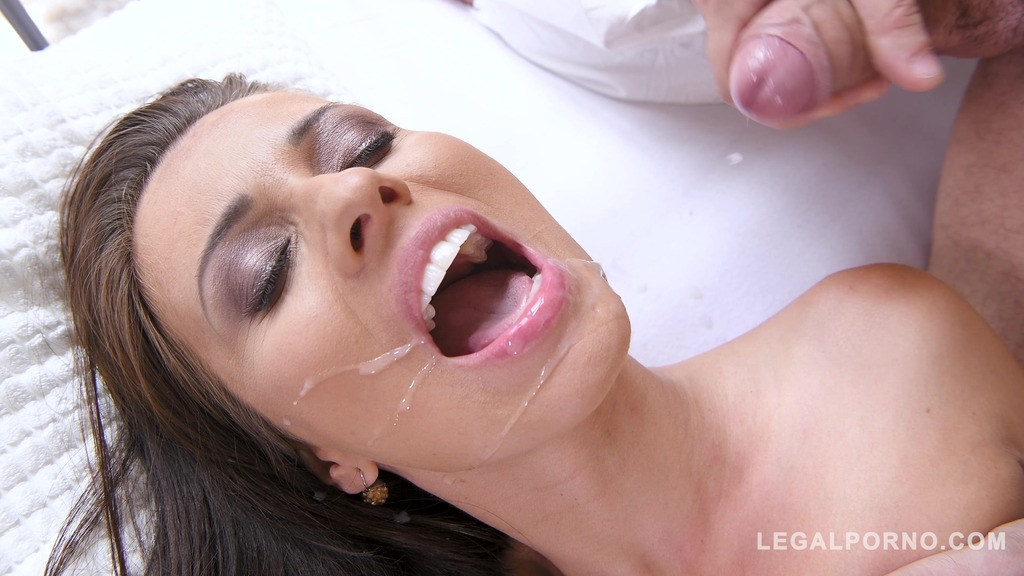 Athletic Vicky Love wants big fat dick and sucks his blue balls empty GP173