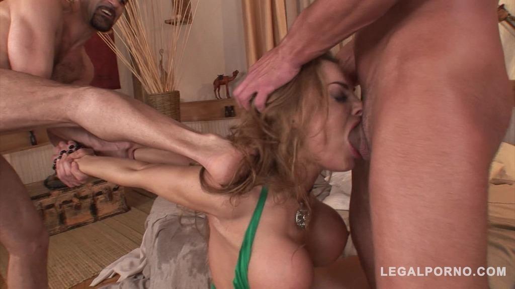 Ever-horny Bonny Bon gets sex orgy satisfaction from three massive cocks GP152