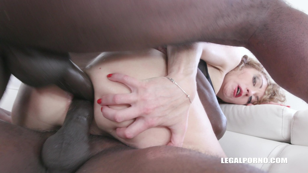 Julia North gets fucked by black bulls again IV332