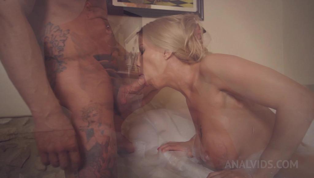 Lara De Santis fucked in the ass in the bath full of foam OTS361