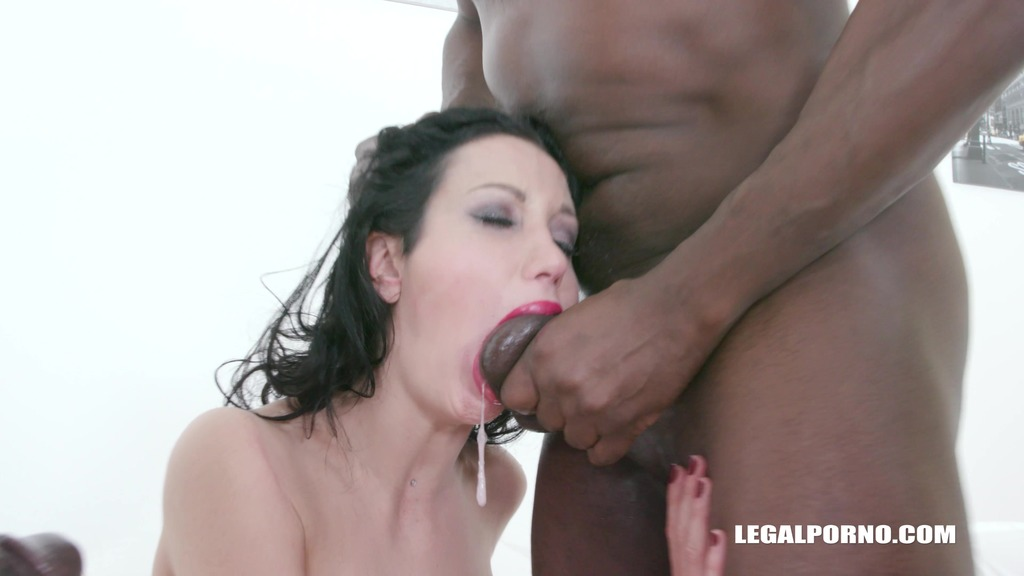 Laura Fiorentino comes to get fucked like a bitch IV447