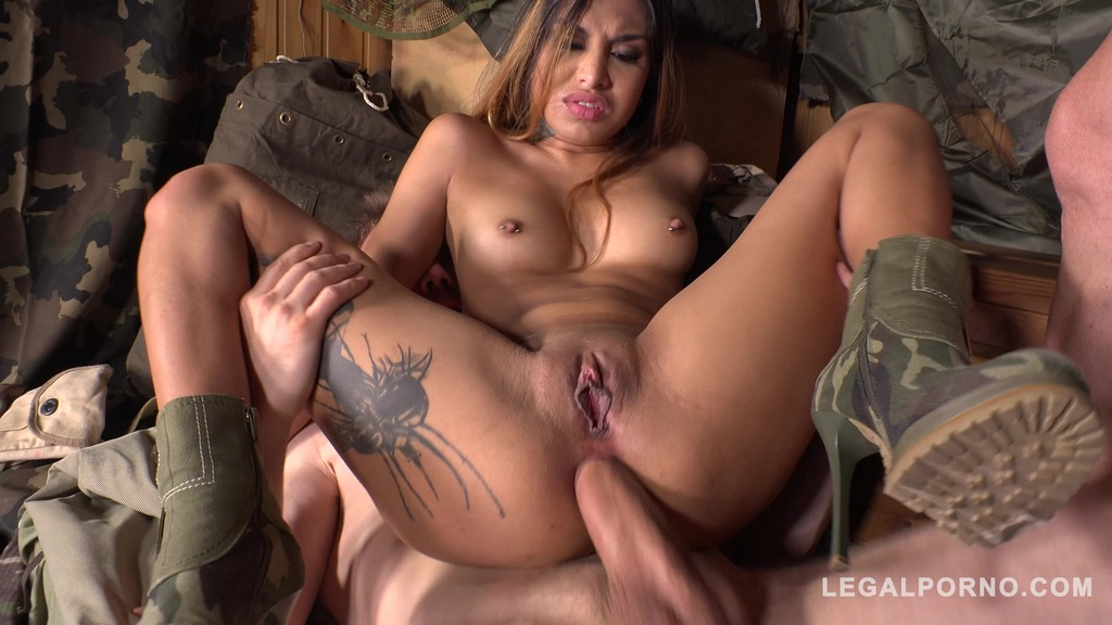 DP at army base makes Roxy Lips scream and cream