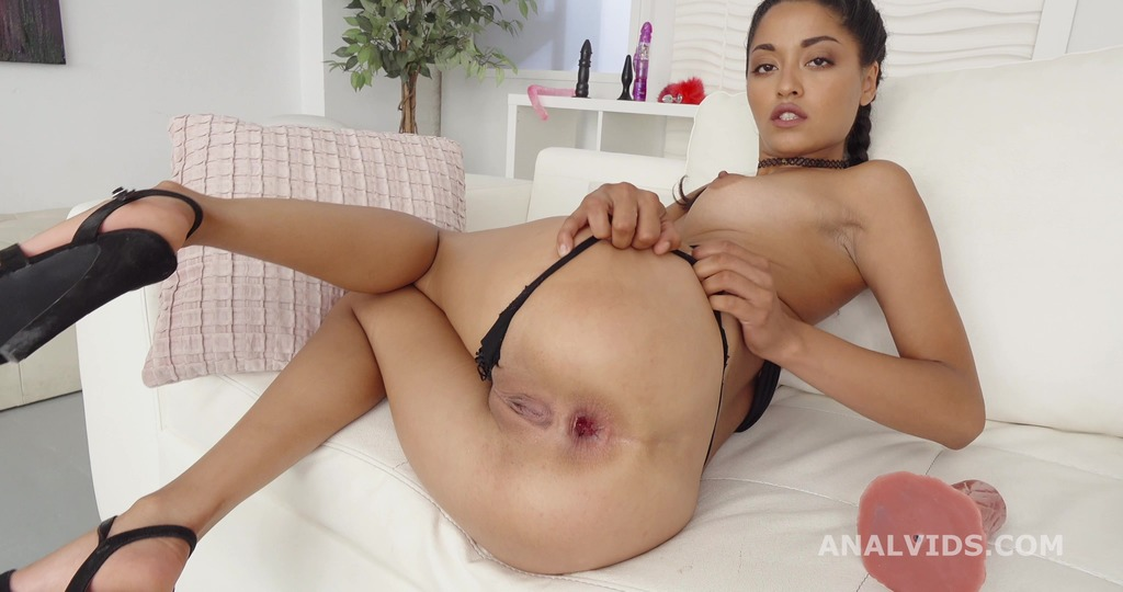 Robin's Anal Casting with Scarlet Domingo Balls Deep Anal, Gapes, Creampie and Swallow GL228