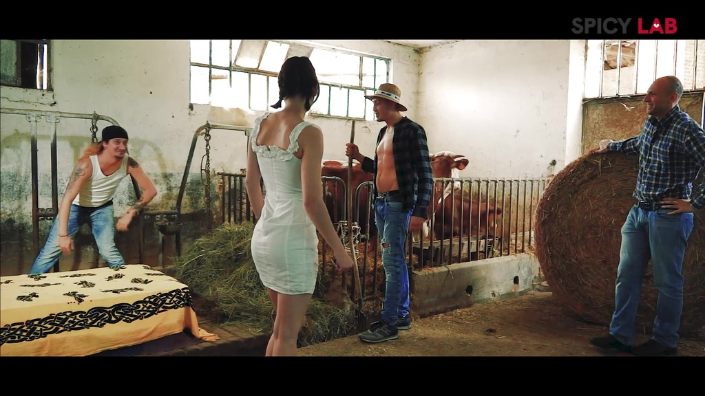 GangBang in the farm with Sara Bell MS111