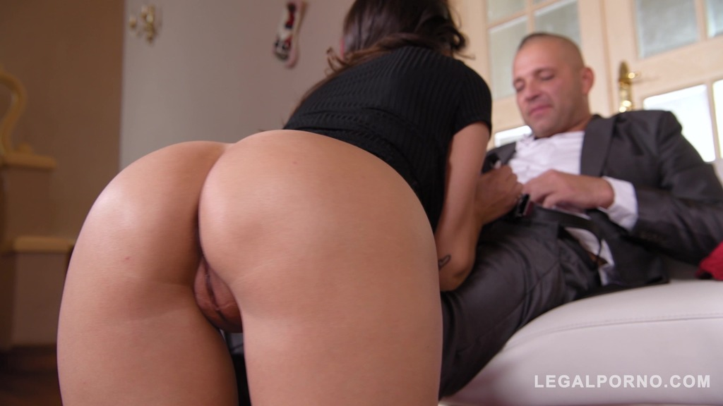 Brunette Alyssia Kent squats above his hard cock
