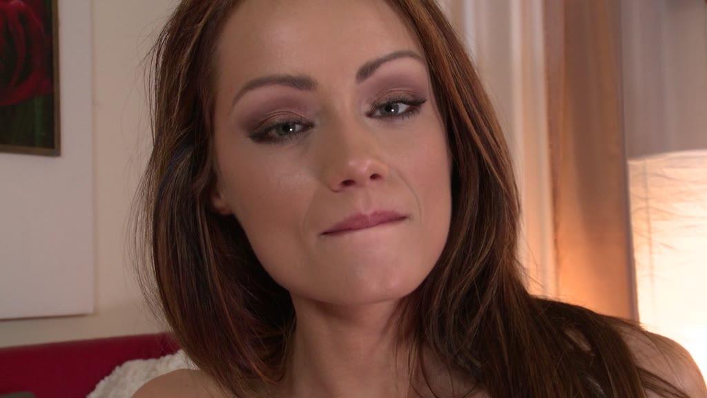 Slim vixen Sophie Lynx gets her wet pink filled by massage therapist's dick GP1001