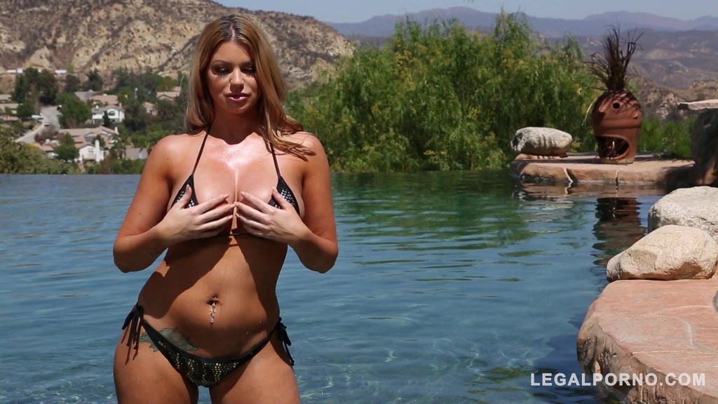 Sultry blonde stunner Brooklyn Chase enjoys hardcore fuck in the sunshine GP371