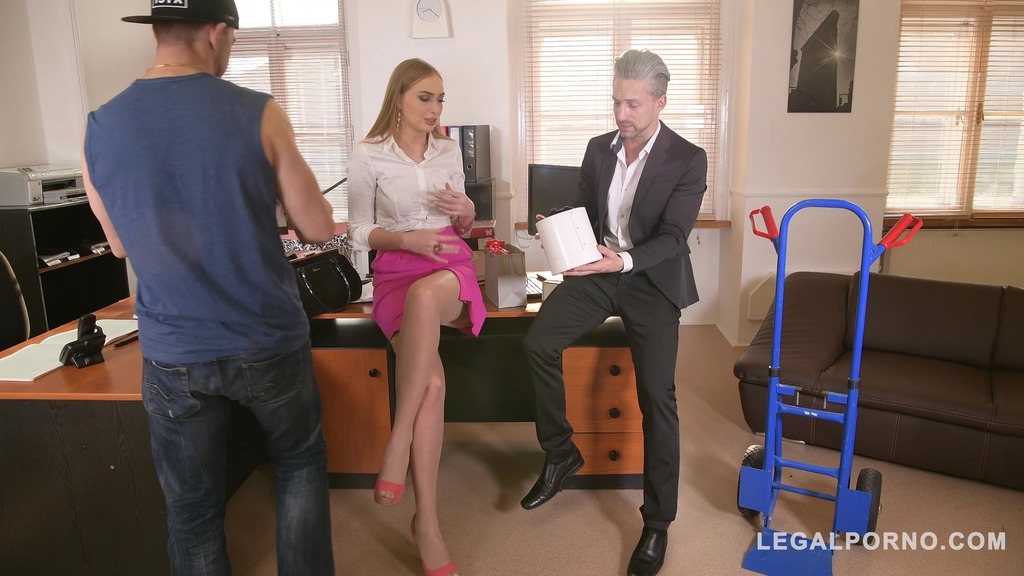 Delivery guy joins in on double penetration threesome with Liza Billberry GP325