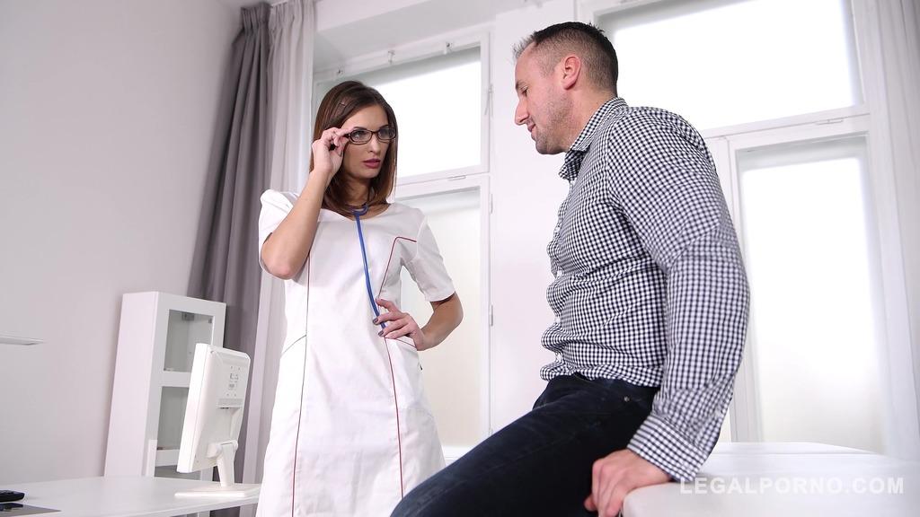 Patient's cock gets hard when curvy Doctor Jenifer Jane sucks & rides it GP440