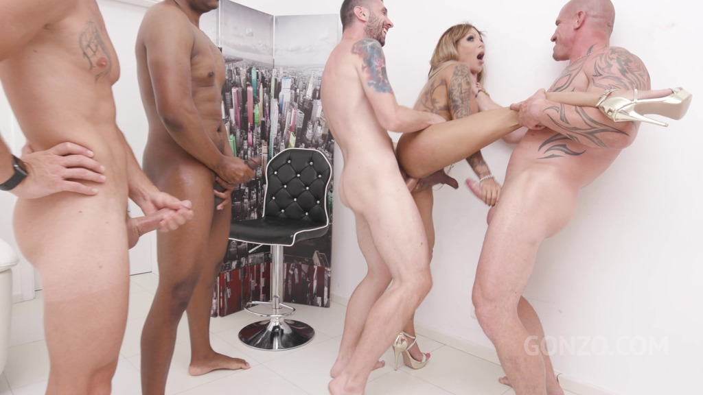 Trans Vanessa Jhons welcome to Gonzo with first time double anal SZ2489