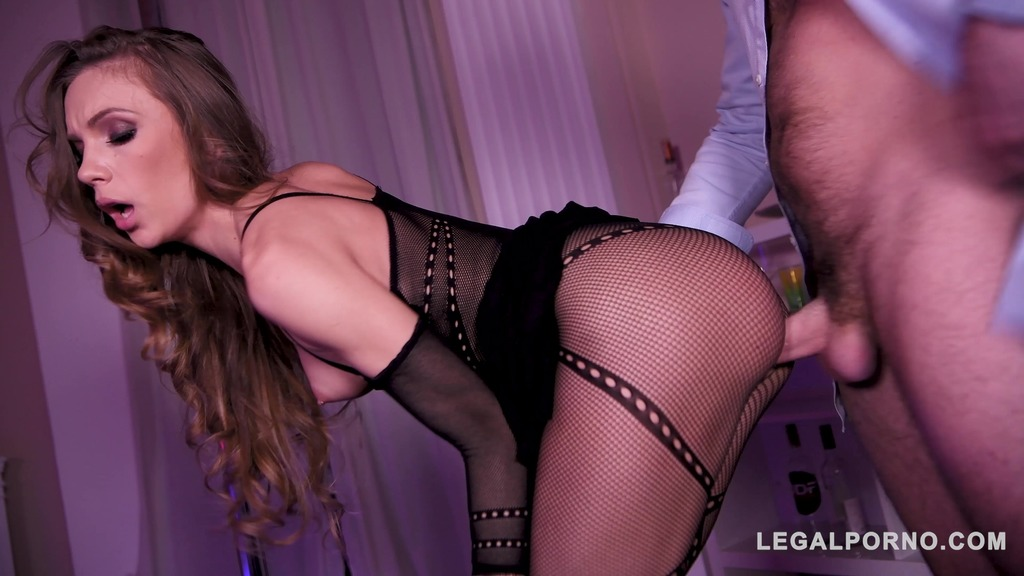 Make your XXX nylons fetish fantasies come true with dancer Veronica Clark GP761