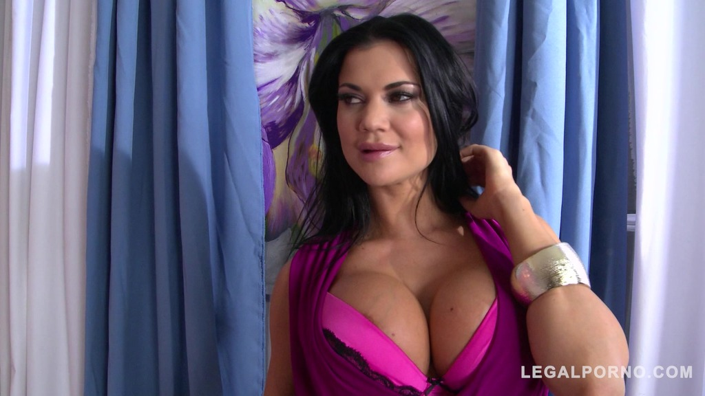 Jasmine Jae's pierced pussy stretched by thick dick during XXX Milf fuck GP716