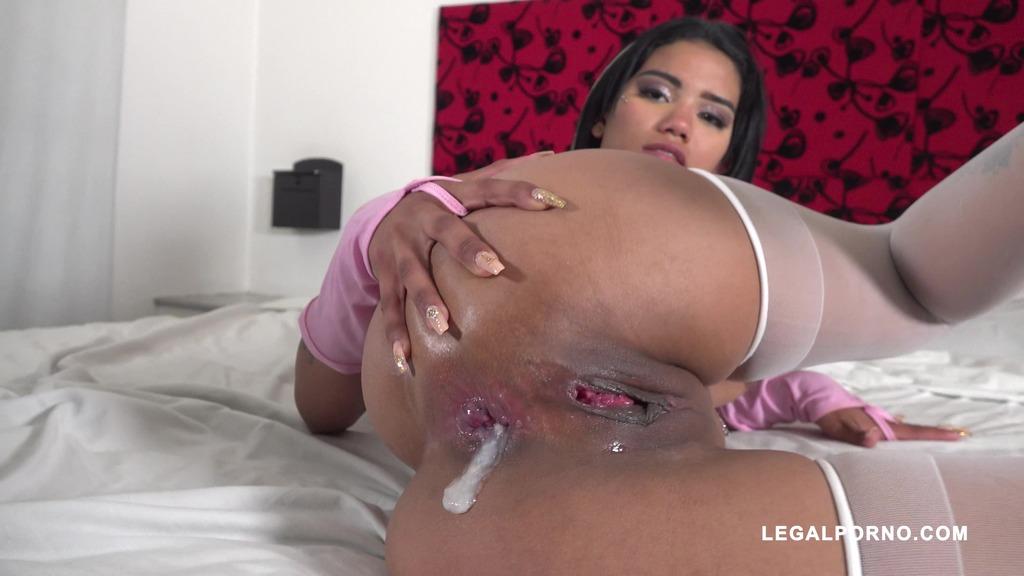 Valeria Flores fucked by black bulls IV390