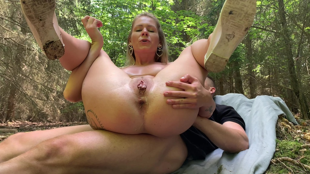 Outdoor double pissing, ass fucking, anal creampie CM097