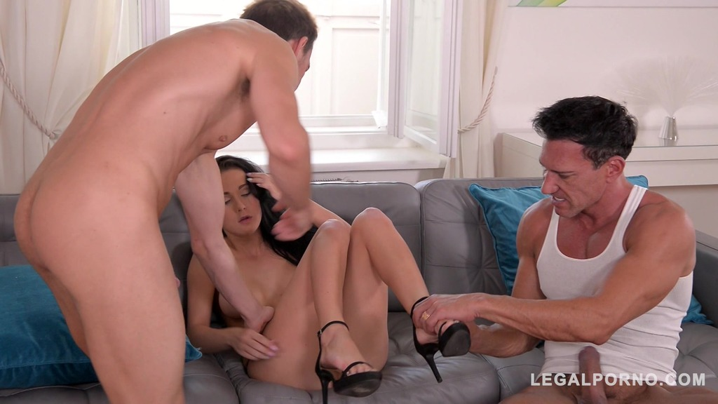 Batwing pussy babe Nicole Love gets Balls Deep DP with Anal Creampie GP024