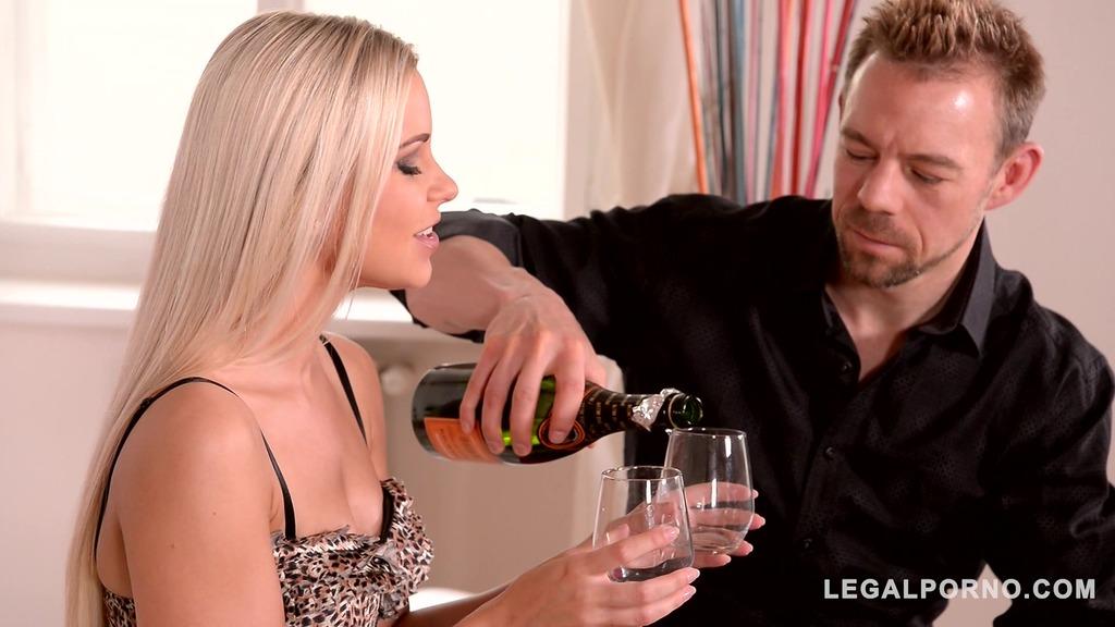 Slim glamour blondie Lola N. spreads her endless legs for his big hard dick GP404