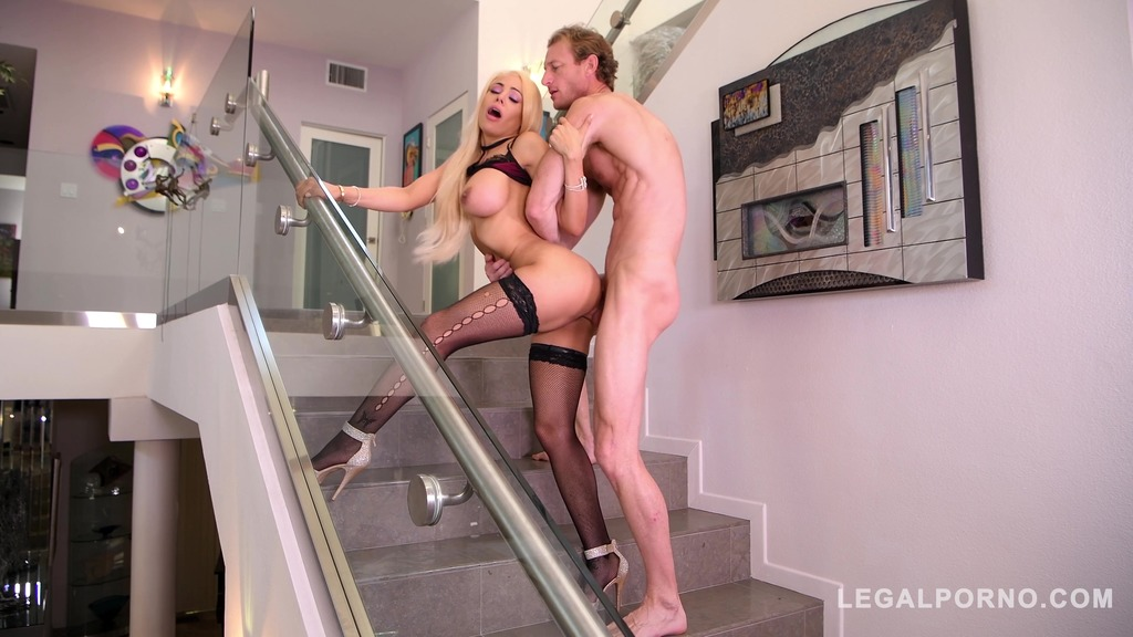 Intense cowgirl rides in the stairway gives Luna Star shivers of pleasure GP372
