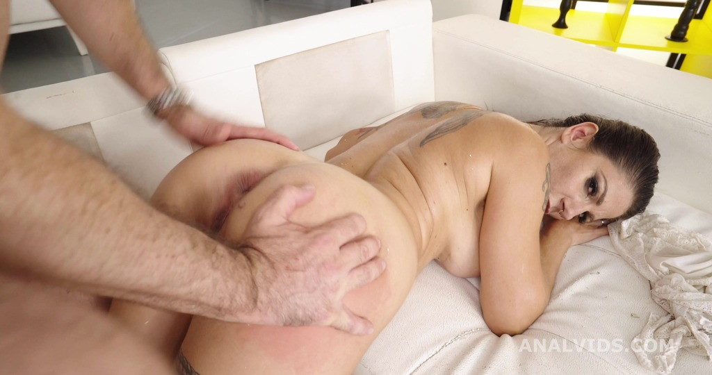 Robin Anal Casting, Lilly Veroni Balls Deep Anal, Gapes, Dap Attempt, Pee Drink and Swallow GL275